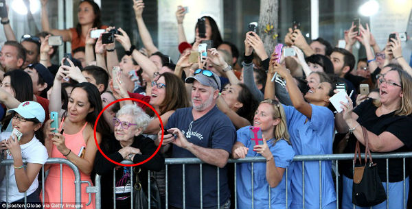 old lady without a phone